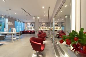 A Maletti Group apresenta na Itália duas novas coleções de móveis para salões de beleza.